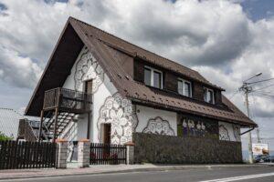 Muzeum Koronki Koniakowskiej w budynku dawnej remizy w Koniakowie.