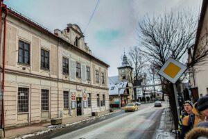 Pożydowski budynek świadczący o małomiasteczkowej przeszłości Milówki dzisiaj jest siedzibą Urzędu Gminy.