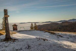 Widok z Hali Rysianka na mgły nad Sopotnią.