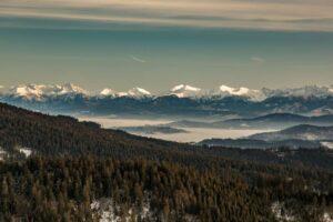 Zbliżenie na Tatry z Hali Rysianka.