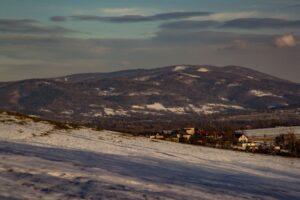 Widok w kierunku doliny Brennicy oraz okolic Klimczoka i Błatniej.
