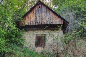 Kamienna piwniczka w Rajczy.