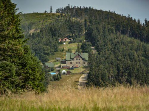 Schronisko Klimczok jest jednym z najpopularniejszych celów wędrówek w góry w Szczyrku. Kilkudniowa wycieczka w Szczyrku powinna obejmować wycieczkę na Klimczok i do schroniska.