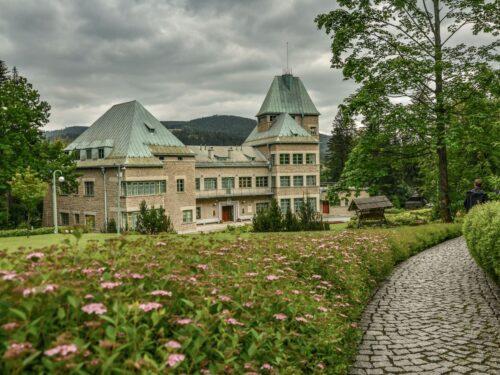 Zameczek prezydencki w Wiśle to Rezydencja Prezydenta RP w Wiśle na Zadnim Groniu. Możliwe jest zwiedzanie z przewodnikiem.