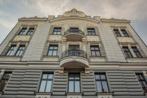 Jedna ze świeżo odrestaurowanych elewacji - kamienica Gustawa Jenknera przy ul. Mickiewicza 3.