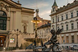 Fontanna obok Teatru Polskiego.