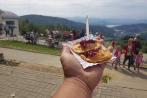 Smakołyk (nie tylko) Turystów: serki góralskie (to nie oscypki!) z żurawiną.