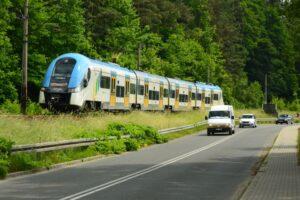 W sporą część Beskidów bardzo łatwo dotrzeć zarówno samochodem, jak i pociągiem.