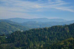 Beskid Śląski. Grzbiet na horyzoncie to okolice Klimczoka.