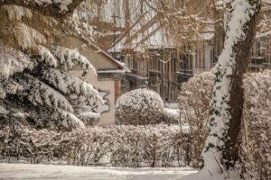 Iście zimowa sceneria przy u. Jana III Sobieskiego w Bielsku-Białej.