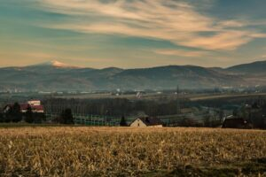 Widok ze Studnisk w kierunku Babiej Góry.