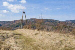 Wieża triangulacyjna nad węzłem ''Przybędza''.
