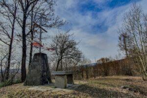 Krzyż Grunwaldu na Sumowej Grapie nad Milówką.