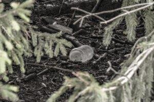 Ciekawe ile lat ta butelka czekała aż ktoś ją sprzątnie...?