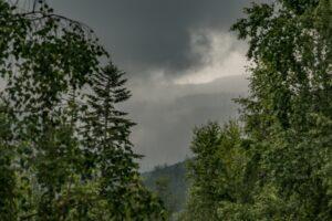 Burzowo-deszczowy prześwit w kierunku Małej Rycerzowej...