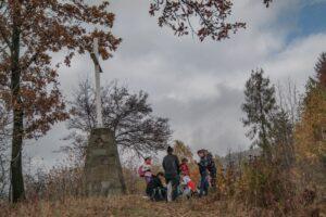 Krzyż Grunwaldu na Sumowej Grapie nad Milówką. (październik 2013)