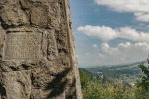 Krzyż Grunwaldu na Sumowej Grapie nad Milówką. (sierpień 2013)