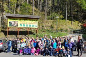 Przed wejściem do Demianowskiej Jaskini Wolności w Niżnych Tatrach na Słowacji.