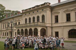 Przed Pałacem Habsburgów (tzw. Nowym Zamkiem) w Żywcu.