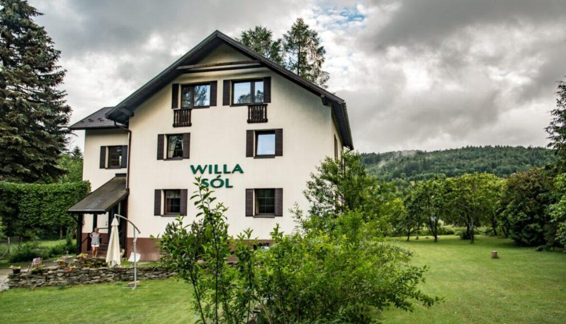 Willa Sól w Soli w Beskidzie Żywieckim. Widok z zewnątrz.