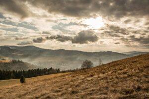 Widok spod Kikuli w kierunku Skalitego na Słowacji.
