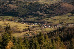 Zbliżenie na wieś Sól w Gminie Rajcza.